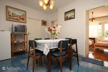 Umag, Dining room in the apartment, dostupna klima i WIFI.