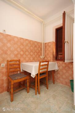 Novigrad, Dining room in the studio-apartment, dopusteni kucni ljubimci i WIFI.