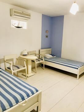 Zambratija, Obývací pokoj v ubytování typu apartment, s klimatizací, domácí mazlíčci povoleni a WiFi.
