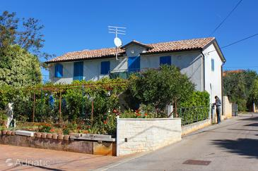 Zambratija, Umag, Propiedad 7141 - Apartamentos with pebble beach.