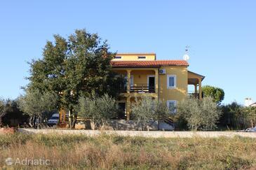 Novigrad, Novigrad, Property 7142 - Apartments with pebble beach.