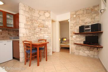 Bašanija, Dining room in the apartment, air condition available, (pet friendly) and WiFi.