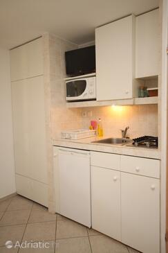 Bašanija, Kuchyně v ubytování typu studio-apartment, domácí mazlíčci povoleni a WiFi.