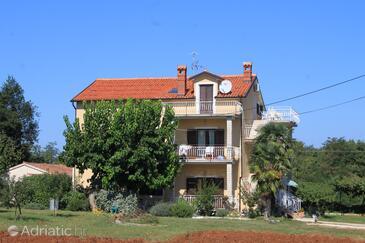 Bašanija, Umag, Property 7149 - Apartments with pebble beach.