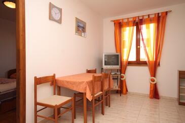 Fažana, Dining room in the apartment, dostupna klima i WIFI.