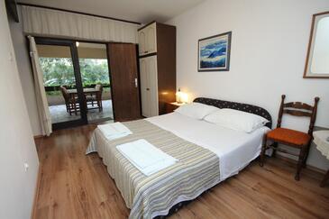 Rovinj, Spavaća soba u smještaju tipa room, dostupna klima, kućni ljubimci dozvoljeni i WiFi.