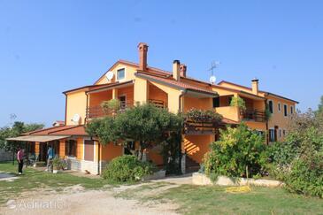 Sveti Ivan, Umag, Property 7173 - Apartments near sea with rocky beach.