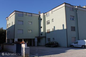 Pula, Pula, Property 7178 - Apartments with rocky beach.