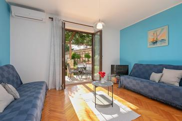 Flengi, Pokój dzienny w zakwaterowaniu typu apartment, dostupna klima, dopusteni kucni ljubimci i WIFI.