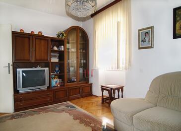 Sutivan, Living room in the apartment, dopusteni kucni ljubimci i WIFI.