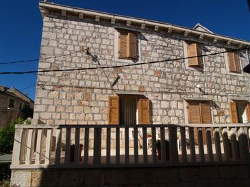 Sutivan, Brač, Obiekt 719 - Apartamenty przy morzu ze żwirową plażą.
