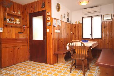 Crveni Vrh, Dining room in the apartment, air condition available.