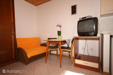 Fažana, Dining room in the studio-apartment, (pet friendly) and WiFi.