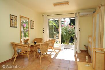 Rovinj, Living room in the apartment, dostupna klima i dopusteni kucni ljubimci.