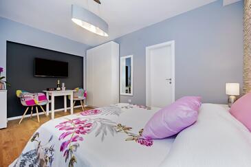 Rovinj, Jídelna v ubytování typu studio-apartment, domácí mazlíčci povoleni a WiFi.
