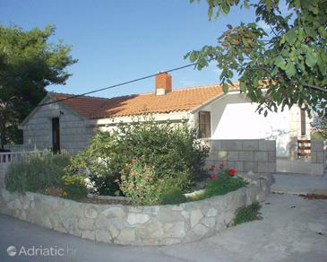 Puntinak, Brač, Property 720 - Apartments near sea with pebble beach.
