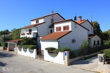 Valbandon, Fažana, Property 7200 - Apartments with pebble beach.