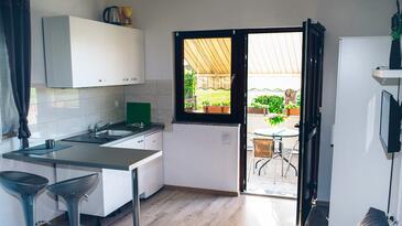 Fažana, Kitchen in the studio-apartment, WiFi.