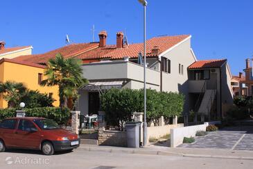 Fažana, Fažana, Objekt 7205 - Apartmani sa šljunčanom plažom.