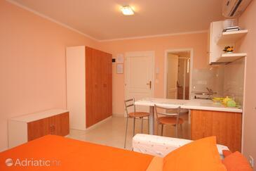 Rovinj, Dining room in the studio-apartment.