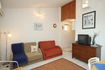 Ližnjan, Obývací pokoj v ubytování typu apartment, dostupna klima, dopusteni kucni ljubimci i WIFI.