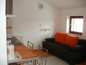 Fažana, Living room in the studio-apartment, air condition available and WiFi.