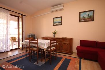 Fažana, Dining room in the apartment, dostupna klima.