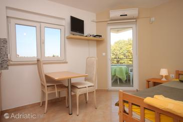 Fažana, Dining room in the studio-apartment, WiFi.