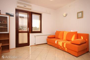 Peroj, Living room in the apartment, air condition available and WiFi.