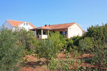Mirca, Brač, Obiekt 726 - Apartamenty przy morzu ze żwirową plażą.