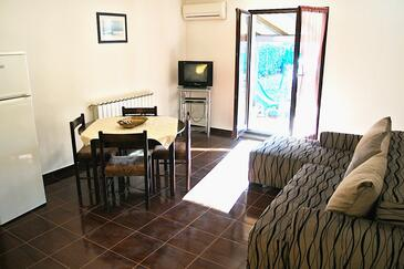 Fažana, Sala de estar in the apartment, air condition available y WiFi.
