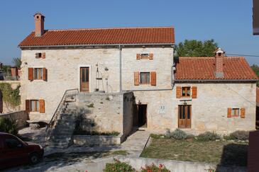 Štokovci, Središnja Istra, Obiekt 7277 - Willa ze żwirową plażą.