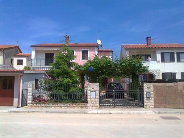 Fažana, Fažana, Объект 7281 - Апартаменты с галечным пляжем.