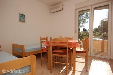 Zambratija, Dining room in the apartment, dostupna klima.