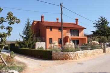 Valbandon, Fažana, Property 7290 - Apartments with pebble beach.