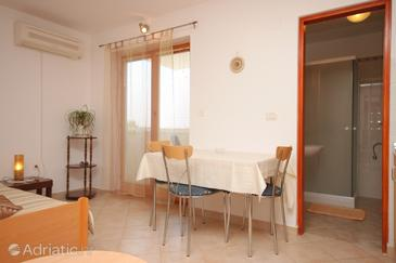 Fažana, Dining room in the studio-apartment, dopusteni kucni ljubimci i WIFI.