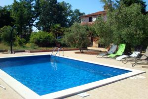 Family friendly apartments with a swimming pool Ядрешки - Jadreški (Пула - Pula) - 7292
