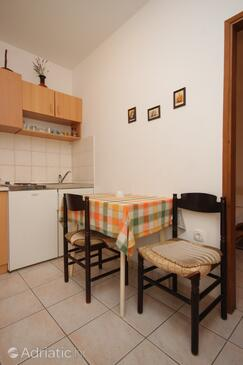 Pomer, Dining room in the apartment, (pet friendly) and WiFi.