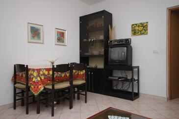 Pomer, Dining room in the apartment, dostupna klima, dopusteni kucni ljubimci i WIFI.