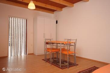 Medulin, Dining room in the studio-apartment.