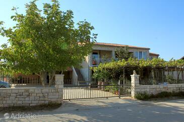 Valbandon, Fažana, Property 7306 - Apartments with pebble beach.
