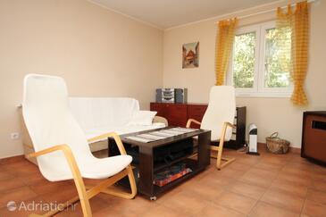 Premantura, Obývací pokoj v ubytování typu house, s klimatizací, domácí mazlíčci povoleni a WiFi.