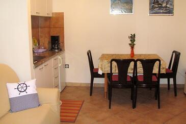 Medulin, Jedáleň v ubytovacej jednotke apartment, klimatizácia k dispozícii, domáci miláčikovia povolení a WiFi.