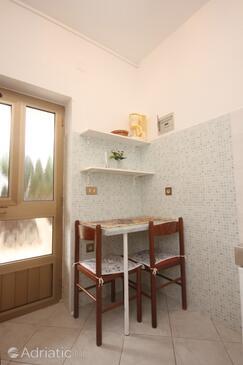 Bašanija, Dining room in the apartment, WiFi.