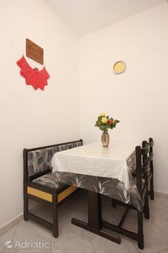 Bašanija, Dining room in the studio-apartment, WIFI.