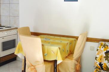 Milna, Dining room in the studio-apartment, WiFi.