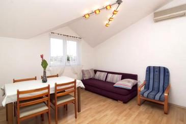 Valbandon, Dining room in the apartment, dostupna klima i WIFI.