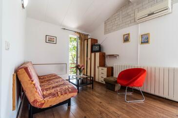 Krnica, Obývací pokoj v ubytování typu apartment, dostupna klima, dopusteni kucni ljubimci i WIFI.
