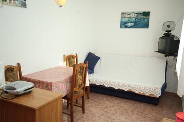 Valbandon, Sufragerie în unitate de cazare tip apartment, aer condiționat disponibil şi WiFi.