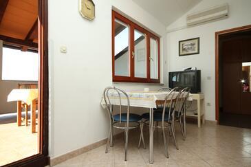 Štinjan, Dining room in the apartment, dostupna klima i WIFI.